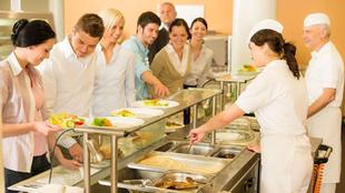 Ausgabetheke im Betriebsrestaurant