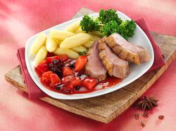 Entenbrust mit Pflaumen-Chutney, Schupfnudeln und Brokkoli